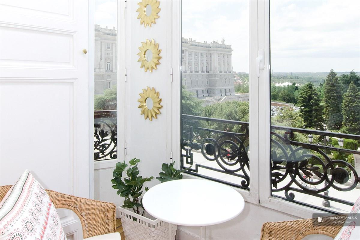 The Palacio Real VI Apartment in Madrid