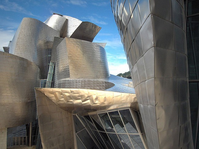 Guggenheim Museum Bilbao: Art in Stone and Titanium