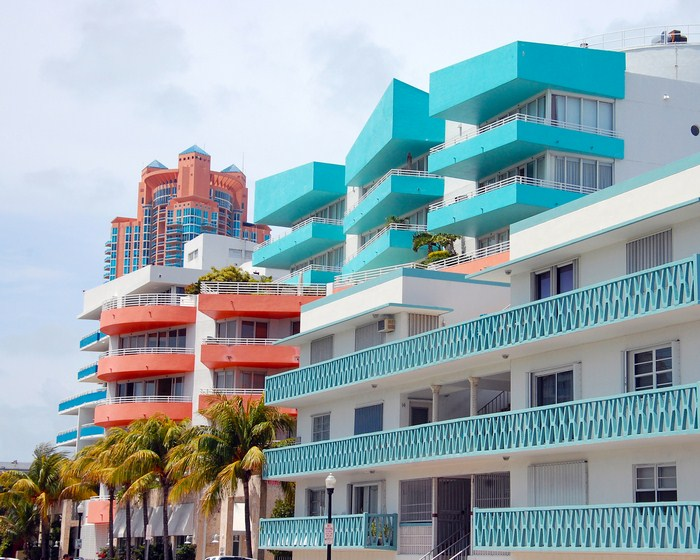 Miami's Art Deco District: sun, pastel shades and neon lights