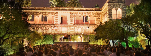 Music in the gardens of the Alcazár in Seville 2011