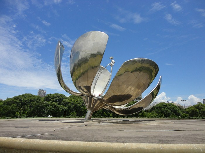 Floralis Genérica, the mechanical flower in Buenos Aires