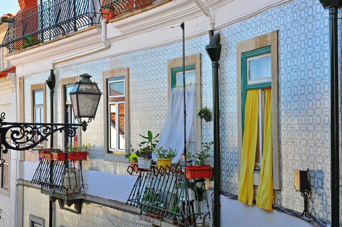 A stroll through the Alfama district in Lisbon