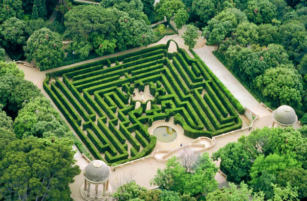 Discover the horta labyrinth in barcelona the secret for Barcelona pool garden 4
