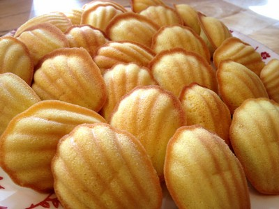 French pastries: madeleines